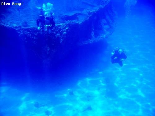 divers_ascending_from_othoni.jpg