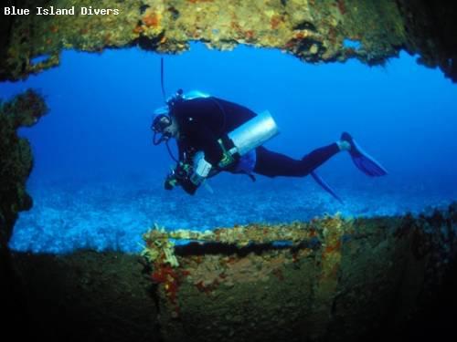 diver_outside_in_blue.jpg