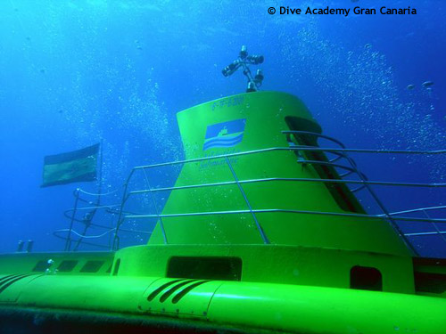 closeup_submarine_tour.jpg