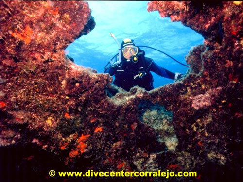 calamareo_cave_with_diver.jpg